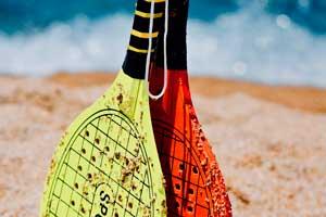 como-jugar-raquetas-playa